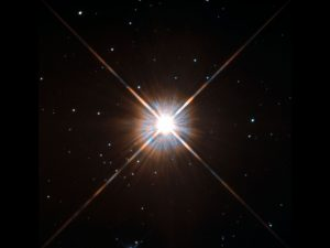 "Der nächste Nachbarstern unserer Sonne: Proxima Centauri, aufgenommen vom Hubble Space Telescope. <small>Foto: <a href=""https://www.nasa.gov/content/goddard/hubbles-new-shot-of-proxima-centauri-our-nearest-neighbor/#.WONiP_nyjIU"">ESA/Hubble & NASA</a></small>"